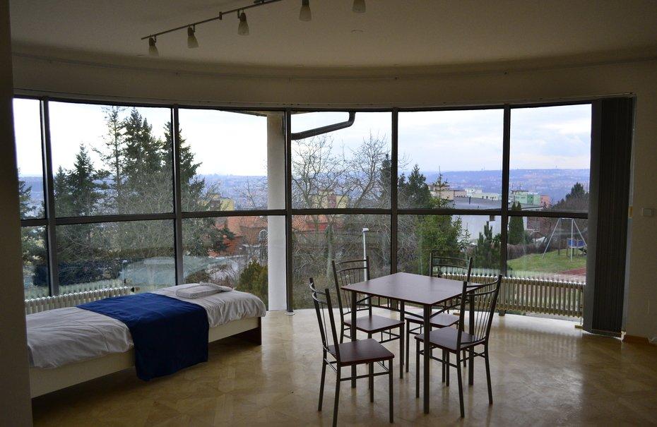 Четырехместный номер с панорамным видом на Прагу в Летающем доме №8